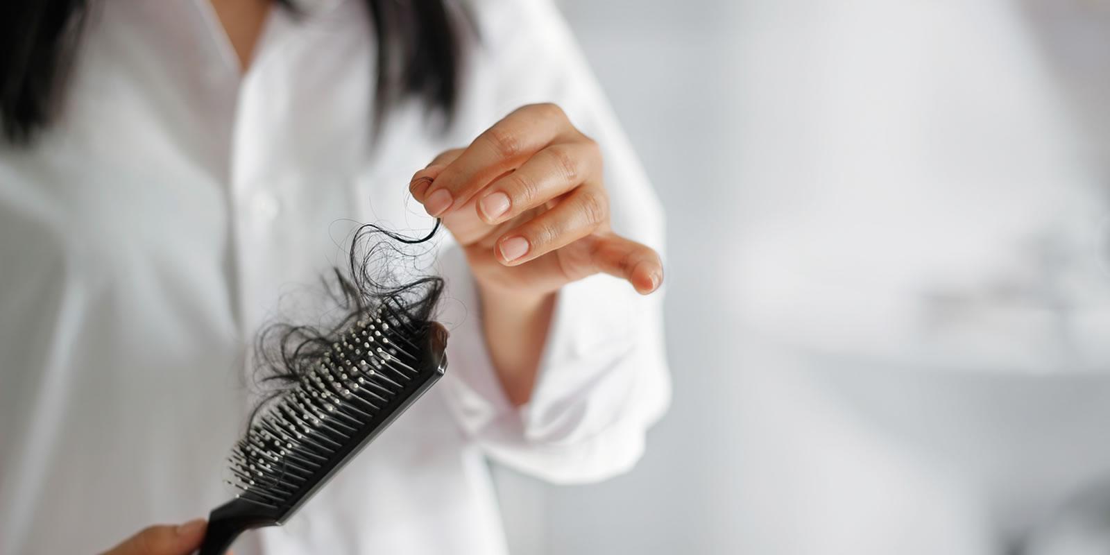 Haarausfall Ursachen und Behandlung
